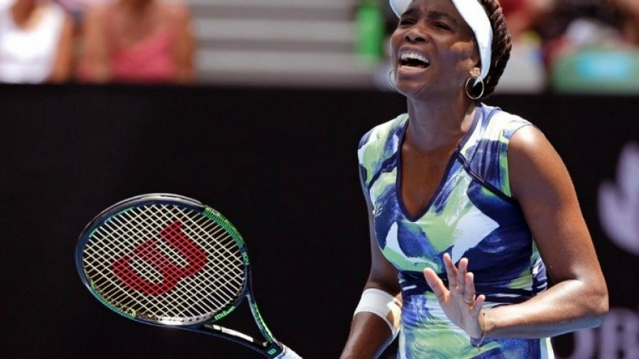 Venus Williams loses first round at Australian Open 2016
