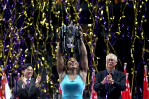 Serena Williams holding Billie Jean King trophy at the WTA Finals in Singapore