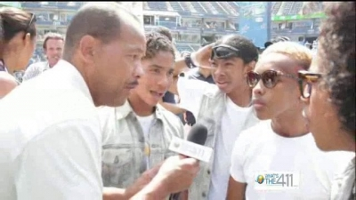 Andrew Rosario talking with Mindless Behavior at Arthur Ashe Kids Day 2012