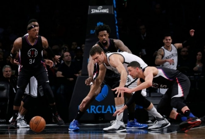 Brooklyn Nets center defending ball againstLos Angles Clippers player