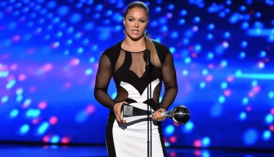 Ronda Rousey receives ESPY Award for Best Female Athlete