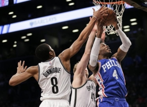 Brooklyn Nets guard Spencer Dinwiddie and forward/center Justin Hamilton attempting to block Sixers forward/center Nerlens Noel.