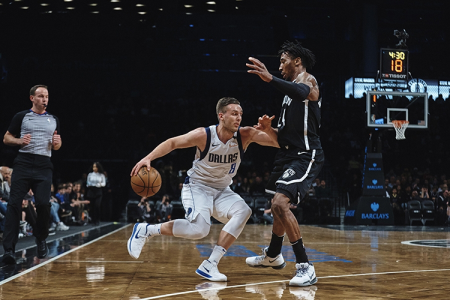 Photo  Brooklyn Nets forward Rondae Hollis-Jefferson defending Dallas Mavericks guard Kyle Collinsworth
