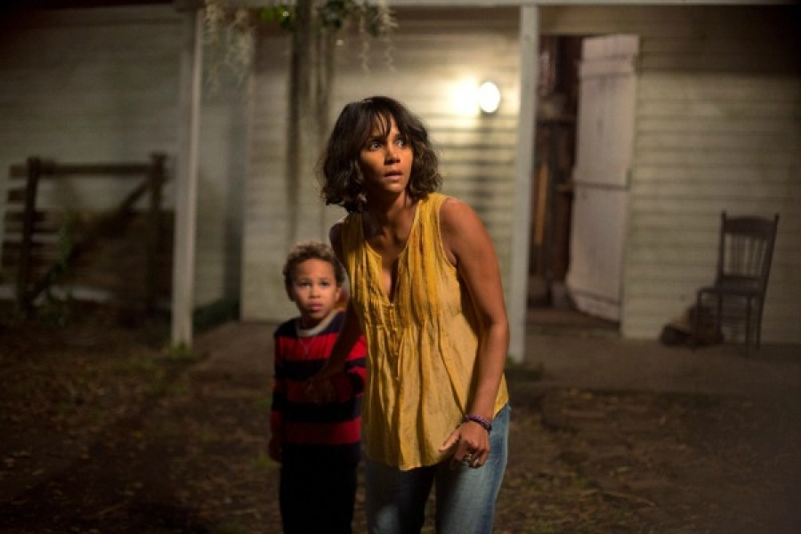 Halle Berry as Karla Dyson in the movie, Kidnap, with her, son Frankie, played by Sage Correa.