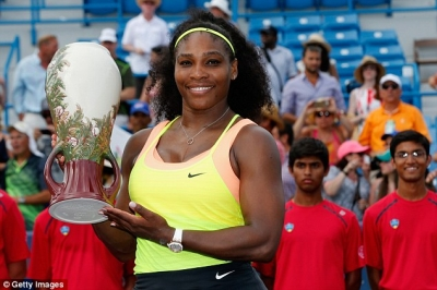 Serena Williams holding the 2015 Western & Southern OPEN trophy after defeating Simona Halep 6-3. 7-6