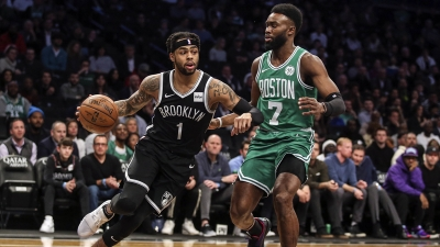 Brooklyn Nets guard, D'Angelo Russell pushing past Boston Celtics guard, Jaylen Brown. The Nets defeated the Celtics 109-107, it's the first win for the Nets over the Celtics in the last 10 meetings between these two teams.